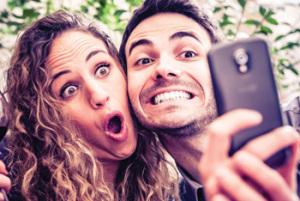 tech-selfie-smartphone